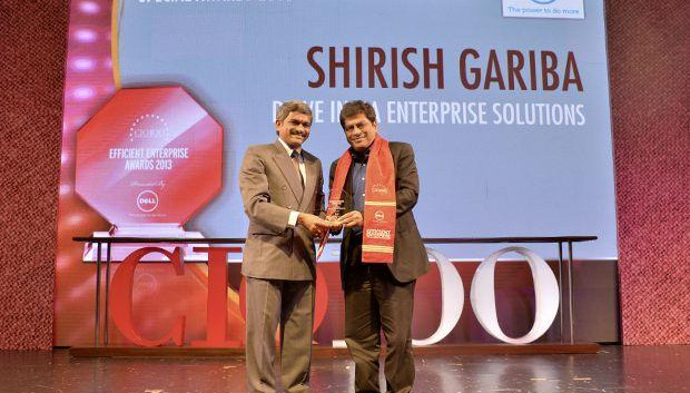 Information Mastermind: Shirish Gariba, CIO, Drive India Enterprise Solutions receives the CIO100 Special Award for 2014 from Rajesh Janey, President-India and SAARC, EMC