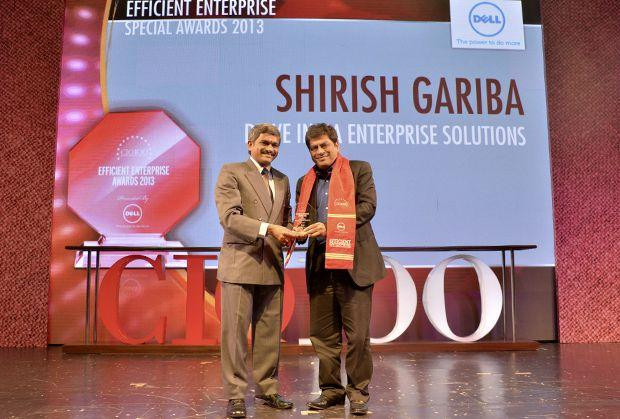 Information Mastermind: Shirish Gariba, CIO, Drive India Enterprise Solutions receives the CIO100 Special Award for 2014 from Rajesh Janey, President-India and SAARC, EMC