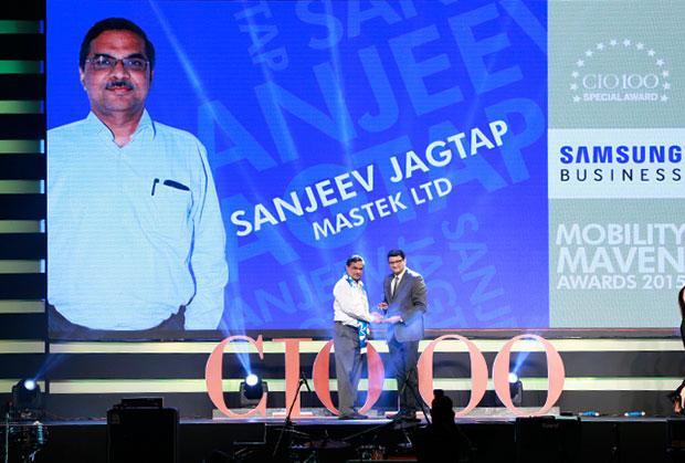 Mobility Maven: Sanjeev Jagtap, SVP & CIO, Mastek receives the CIO100 Special Award for 2015 from Sukesh Jain, VP-Enterprise Business Division, Samsung Enterprise Business