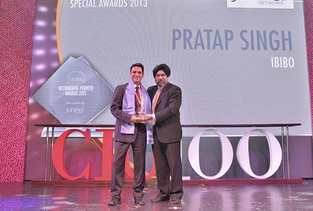 Networking Pioneer: Pratap Kumar Singh, President IT, IBIBO Group receives the CIO100 Special Award for 2013 from Ravi Chauhan, MD, India and SAARC, Juniper Networks