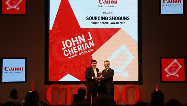 Sourcing Shogun: John J Cherian, Head of IT-India Market of Philips India receives the CIO100 Special Award for 2016 from Kazutada Kobayashi, CEO and President, Canon India