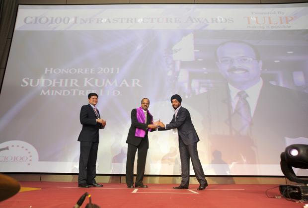Infrastructure Evolution Futurist: Sudhir Kumar Reddy, VP & CIO, Mindtree receives the CIO100 Special Award for 2011 from Sanjay Jain, CEO, Tulip Telecom
