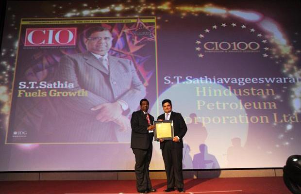 The Creative 100: S T Sathiavageeswaran, Executive director - IS of Hindustan Petroleum receives the CIO100 Award for 2011
