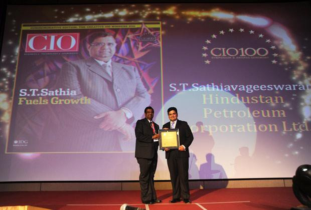 The Creative 100: S T Sathiavageeswaran, Executive director - IS of Hindustan Petroleum receives the CIO100 Award for 2011
