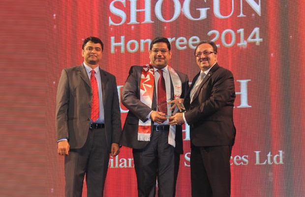 Sourcing Shogun: Umesh Mehta, CIO-India of Jubilant Life Sciences receives the CIO100 Special Award for 2014 from Alok Bharadwaj, Executive VP, Canon India