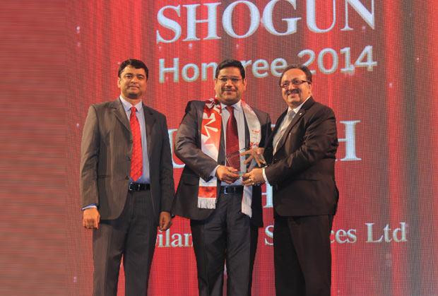 Sourcing Shogun: Umesh Mehta, CIO-India of Jubilant Life Sciences receives the CIO100 Special Award for 2014 from Alok Bharadwaj, Executive VP, Canon India