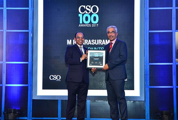 M R Parasuram, Cheif Manager, Information Technology, Asian Paints receives the CSO100 Award for 2017.