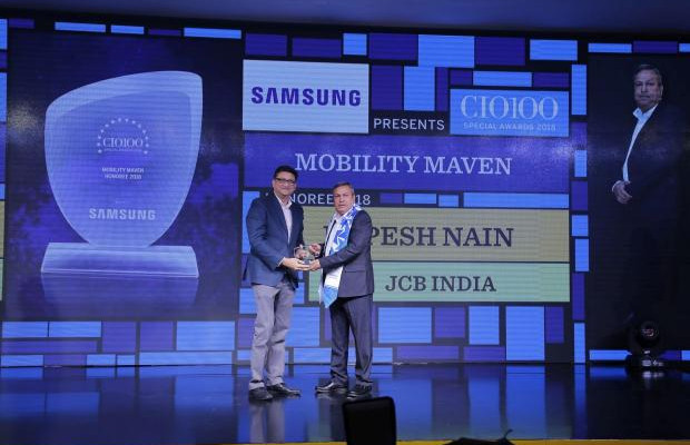 Mobility Maven: Rupesh Nain, CIO, JCB India, receives the CIO100 special award for 2018 from Sukesh Jain, Senior Vice President, Samsung Electronics