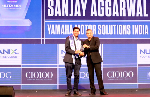 HCI Trailblazer: Sanjay Aggarwal, CTO – IT Organization, Yamaha Motor Solutions (Ymsli) receives the CIO100 Special Award for 2019 from Anantharaman Balakrishnan, President & CEO, Nutanix India