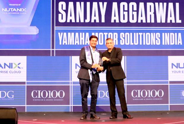 HCI Trailblazer: Sanjay Aggarwal, CTO – IT Organization, Yamaha Motor Solutions (Ymsli) receives the CIO100 Special Award for 2019 from Anantharaman Balakrishnan, President & CEO, Nutanix India