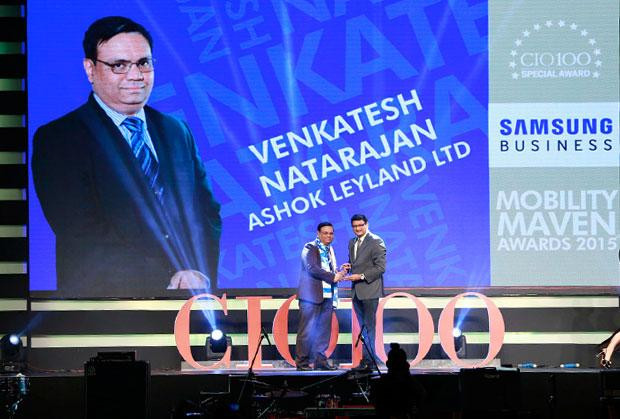 Mobility Maven: Venkatesh Natarajan, Special Director-IT of Ashok Leyland receives the CIO100 Special Award for 2015 from Sukesh Jain, VP-Enterprise Business Division, Samsung Enterprise Business