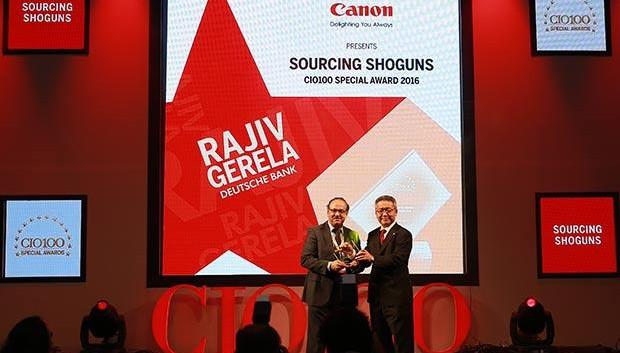 Sourcing Shogun: Rajiv Gerela, VP-Global Technology of Deutsche Bank receives the CIO100 Special Award for 2016 from Kazutada Kobayashi, CEO and President, Canon India
