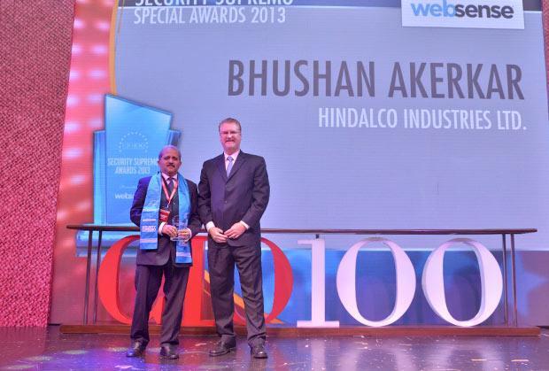 Security Supremo: Bhushan Akerkar, CIO of Hindalco Industries receives the CIO100 Special Award for 2013 from John McCormack, CEO, Websense