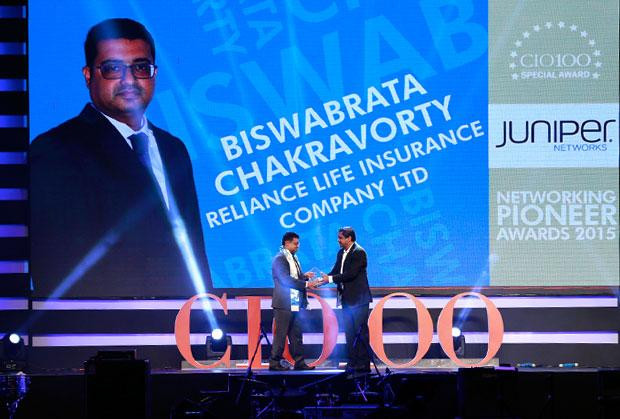 Business Transformer: Biswabrata Chakravorty, CTO, Indusind Bank, receives the CIO100 special award for 2018 from R S Prasad Rao, Director- CtrlS