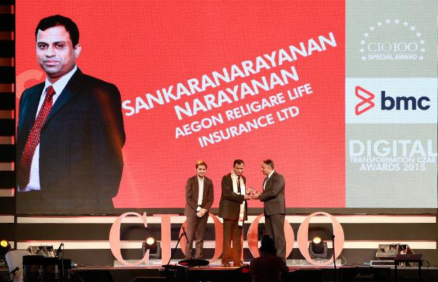 Digital Transformation Czar: Sankaranarayanan Raghavan, COO of Aegon Religare Life Insurance receives the CIO100 Special Award for 2015 from Suhas Kelkar, VP and CTO-APAC, BMC Software