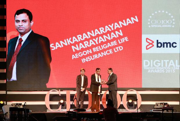 Digital Transformation Czar: Sankaranarayanan Raghavan, COO of Aegon Religare Life Insurance receives the CIO100 Special Award for 2015 from Suhas Kelkar, VP and CTO-APAC, BMC Software