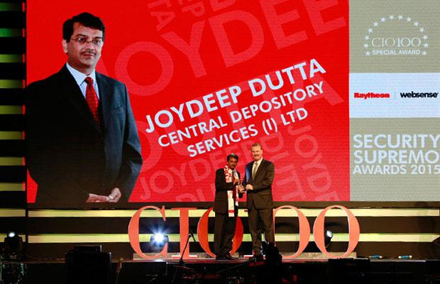 Security Supremo: Joydeep Dutta, Group CTO at CDSL receives the CIO100 Special Award for 2015 from John McCormack, CEO, Websense