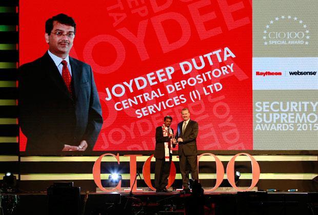 Security Supremo: Joydeep Dutta, Group CTO at CDSL receives the CIO100 Special Award for 2015 from John McCormack, CEO, Websense