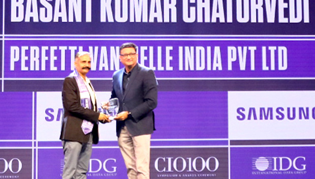 Mobility Maven: Biswabrata Chakravorty, CTO, IndusInd Bank receives the CIO100 Special Award for 2019 from Sukesh Jain, Senior VP, Samsung Electronics