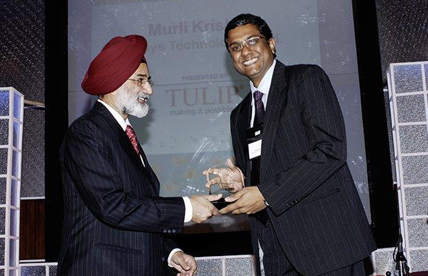 Infrastructure Evolution Futurist: Muralikrishna K, Sr. VP Group Head-Computer, Infosys receives the CIO100 Special Award for 2009 from H.S. Bedi, Chairman and MD, Tulip Telecom