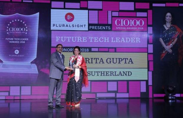 Future Tech Leader: Harita Gupta, VP & Global Practice Head - Enterprise Services, Sutherland, receives the CIO100 special award for 2018 from Arun Rajamani Sivaramakrishnan, VP & Country Head Pluralsight India