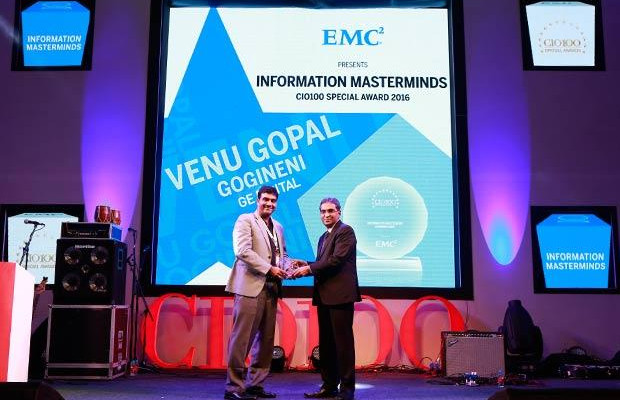Information Mastermind: Venu Gopal Gogineni, COO-South Asia of GE Digital receives the CIO100 Special Award for 2016 from Anil Zachariah, Senior Director, Customer Services of EMC