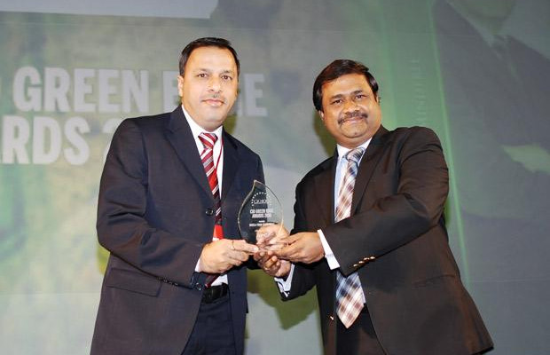 Green IT: Pertisth Mankotia, Head - IT of Sheela Foam (Sleepwell) receives the CIO100 Special Award for 2010 from Shrinivas Chebbi, CGM and VP, India and SAARC, APC, Schneider Electric
