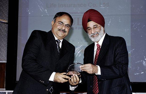 Infrastructure: Hitesh Arora, Director and Head-IT at Max New York Life Insurance receives the CIO100 Special Award for 2009 from H.S. Bedi, Chairman and MD, Tulip Telecom