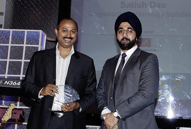 Security: Satish Kumar Das, CSO & VP, Cognizant Technology Solutions India receives the CIO100 Special Award for 2009 from Amuleek Bijral, Country Manager, India & SAARC, RSA