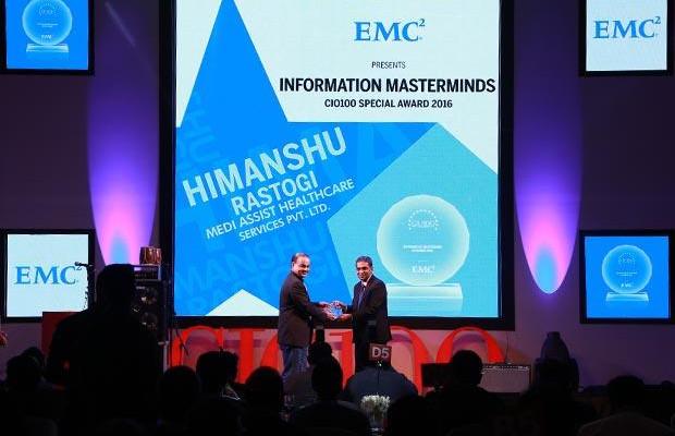 Information Mastermind: Himanshu Rastogi, CIO of Medi Assist Healthcare Services receives the CIO100 Special Award for 2016 from Anil Zachariah, Senior Director, Customer Services of EMC
