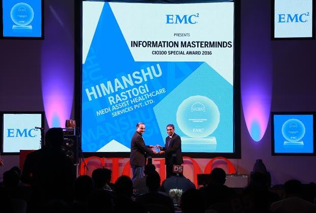 Information Mastermind: Himanshu Rastogi, CIO of Medi Assist Healthcare Services receives the CIO100 Special Award for 2016 from Anil Zachariah, Senior Director, Customer Services of EMC