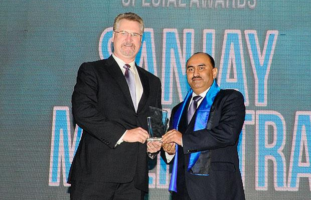 Security Supremo: Sanjay Malhotra, VP-IT, BS and Ebiz of Amway India Enterprises receives the CIO100 Special Award for 2012 from John McCormack, CEO, Websense