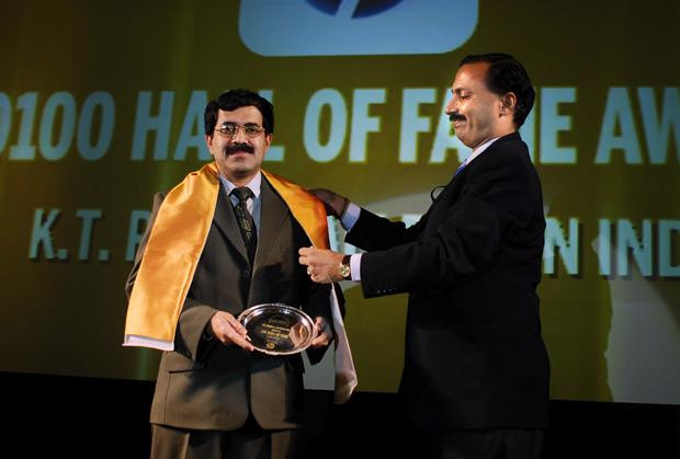 Hall of Fame: K T Rajan, Director-Operations, IT and Projects of Allergan India receives the CIO100 Special Award for 2010 from Prakash Krishnamoorthy, Country Manager, StorageWorks Division, Hewlett-Packard India