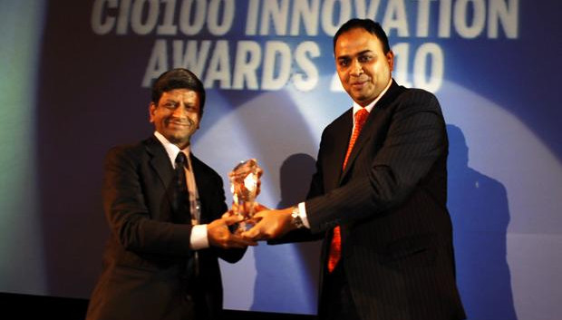 Innovation Architect: Anantha Sayana, VP-Head IT, Larsen & Turbo receives the CIO100 Special Award for 2010 from Anand Sankaran, SVP and Business Head, India and Middle East, Wipro