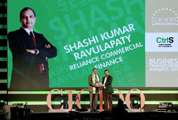 Business Transformer: Shashi Kumar Ravulapaty, Sr. VP & CTO of Reliance Capital receives the CIO100 Special Award for 2015 from Anil Nama, CIO, CtrlS