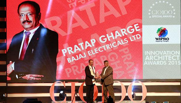 Innovation Architect: Pratap S Gharge, President and CIO of Bajaj Electricals receives the CIO100 Special Award for 2015 from Achuthan Nair, Senior VP and COO, Wipro Infotech.
