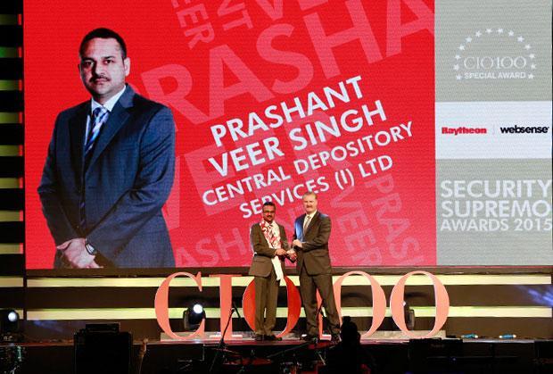 Security Supremo: Prashanth Veer Singh, CIO & CISO, Bharti Infratel receives the CIO100 Special Award for 2015 from John McCormack, CEO, Websense.