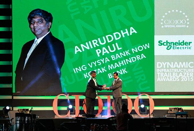 Dynamic Infrastructure Trailblazer: Aniruddha Paul, CIO at ING Vysya Bank now Kotak Mahindra Bank receives the CIO100 Special Award for 2015 from Aniket Patange, Director-Datacenter Lifecycle Services, Schneider Electric IT Business