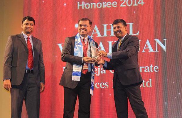 Information Mastermind: Rahul Mahajan,VP-IT of K Raheja receives the CIO100 Special Award for 2014 from Rajesh Janey, President-India and SAARC, EMC