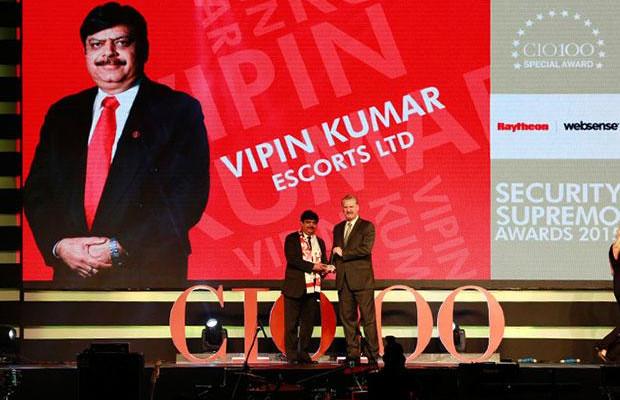 Security Supremo: Vipin Kumar, Group CIO of Escorts receives the CIO100 Special Award for 2015 from John McCormack, CEO, Websense