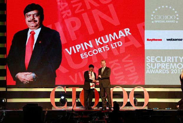 Security Supremo: Vipin Kumar, Group CIO of Escorts receives the CIO100 Special Award for 2015 from John McCormack, CEO, Websense