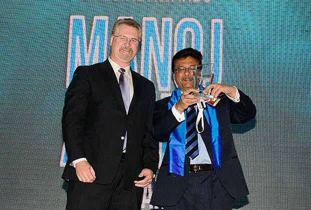 Security Supremo: Manoj Arora, Group CIO, Bilcare receives CIO100 Special Award for 2012 from John McCormack, CEO, Websense