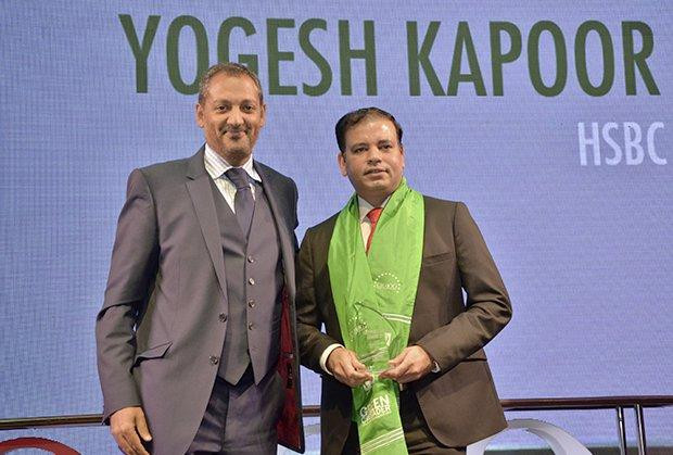 Green Crusader: Yogesh Kapoor, Head IT of HSBC Technology and Services receives the CIO100 Special Award for 2013 from Kumaran Ramanathan, MD, IDG Global Services