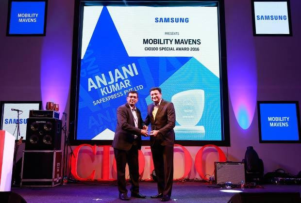 Mobility Maven: Anjani Kumar, CIO, Safexpress receives the CIO100 Special Award for 2016 from Sukesh Jain, VP, Samsung