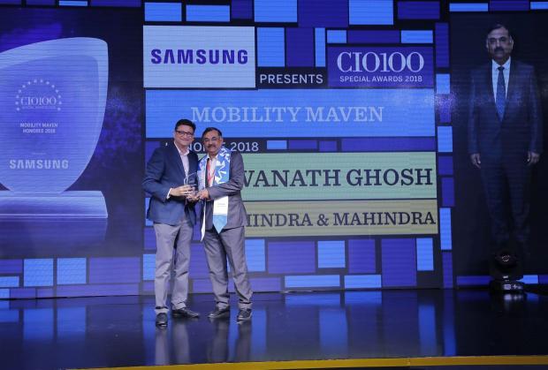 Mobility Maven: Bishwanath Ghosh, CIO-Enterprise & Corporate Functions, Mahindra & Mahindra, receives the CIO100 special award for 2018 from Sukesh Jain, Senior Vice President, Samsung Electronics