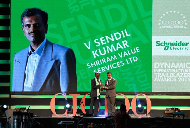 Dynamic Infrastructure Trailblazer: V Sendil Kumar, VP-IT of Shriram Value Services receives the CIO100 Special Award for 2015 from Aniket Patange, Director-Datacenter Lifecycle Services, Schneider Electric IT Business