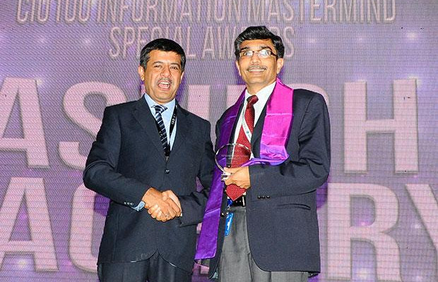 Storage: Ashish Pachory, CIO of Tata Teleservices receives the CIO100 Special Award for 2012 from Rajesh Janey, President-India and SAARC, EMC