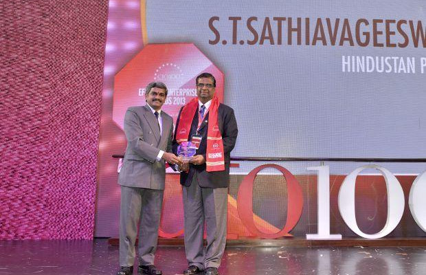 Efficient Enterprise: S T Sathiavageeswaran, Executive director - IS of Hindustan Petroleum receives the CIO100 Special Award for 2013 from S Sridhar, Director-Enterprise Business Solutions, Dell India