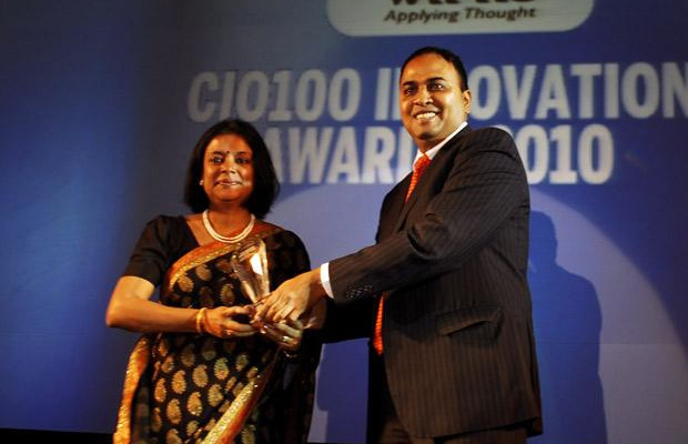 Innovation Architect: Amrita Gangotra,Director-IT, Bharati Airtel receives CIO100 Special Award for 2010 from Anand Sankaran, SVP and Business Head, India and Middle East, Wipro