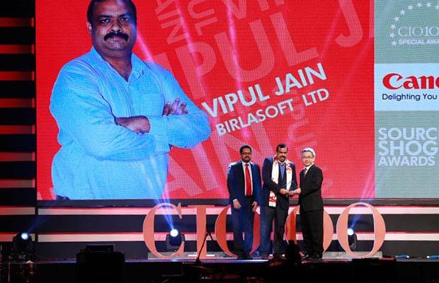 Sourcing Shogun: Vipul Jain, AVP HEAD-IT, Birlasoft receives the CIO100 Special Award for 2015 from Kevin Kobayashi, President and CEO, Canon